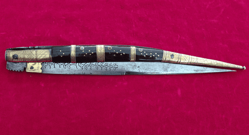 A very long (66 cms) Folding knife or Navaja with brass inlaid horn grips. Good condition. Ref 3408