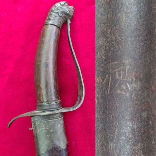 A very rare VIETNAMESE fighting sword Guom type, embossed with an animal head. Ref 3270.