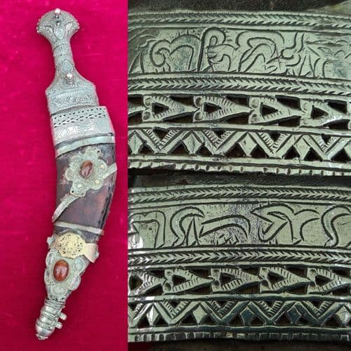 An interesting19th century Jambya dagger with silver mounted scabbard. Ref 3378