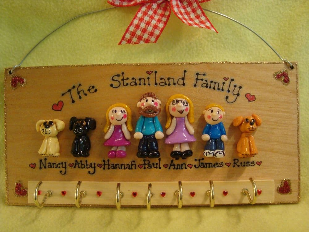 7 CHARACTER LARGE FAMILY SIGN PLAQUE KEY HOLDER PEOPLE PETS CAT DOG BIRD ANY PHRASING UNIQUE GIFT (1)